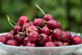 A bowl of fresh cherries