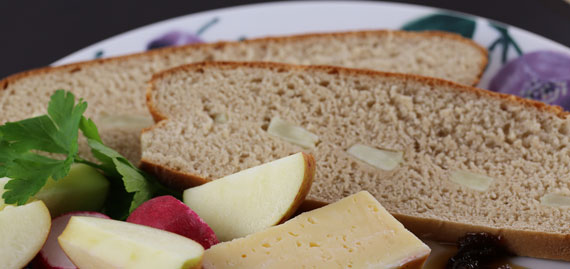 Rye bread with apple