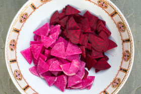 Two different varieties of beetroot are recommended for beetroot and apple salad