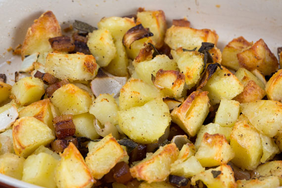 Roast potatoes with bacon and sage