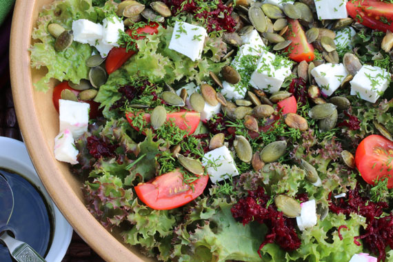 Mixed salad with pumpkin seeds
