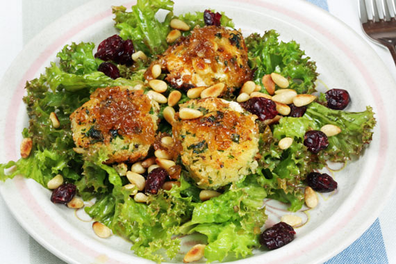 Warm goat's cheese and cranberry salad